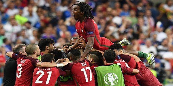 פורטוגל מניפים גביע יורו 2016
