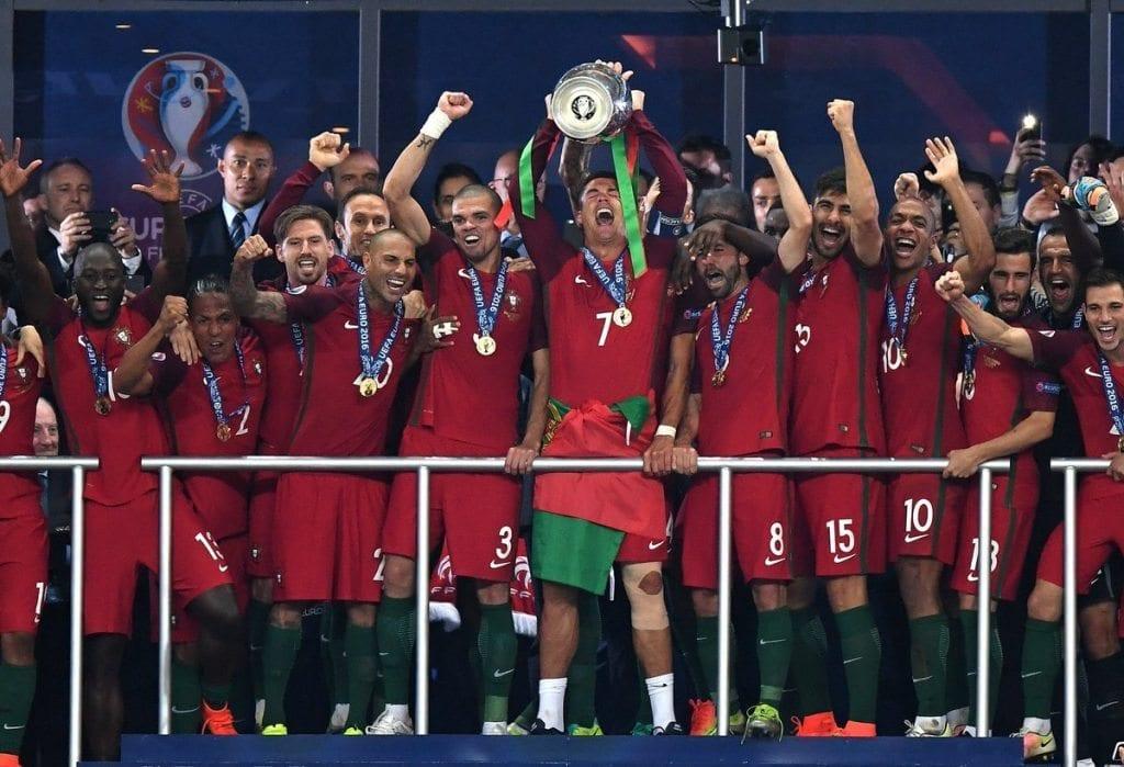 הנפת גביע היורו 2016 - פורטוגל