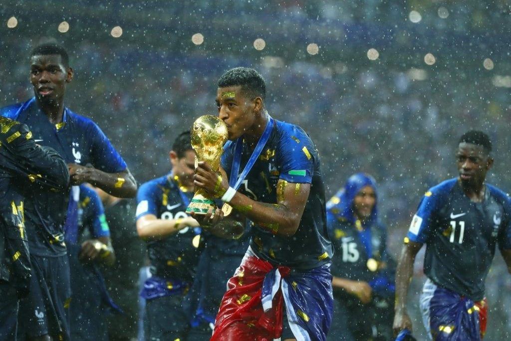צרפת חוגגת בגשם