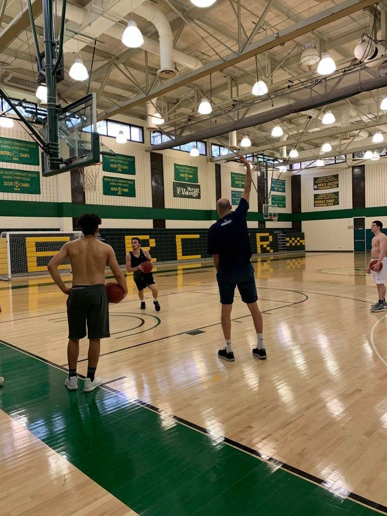 אימון כדורסל מכללות