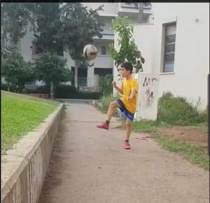 """""""שיעורי בית"""" בהקפצת כדור - עוד שעות עם כדור צמוד לרגל"""