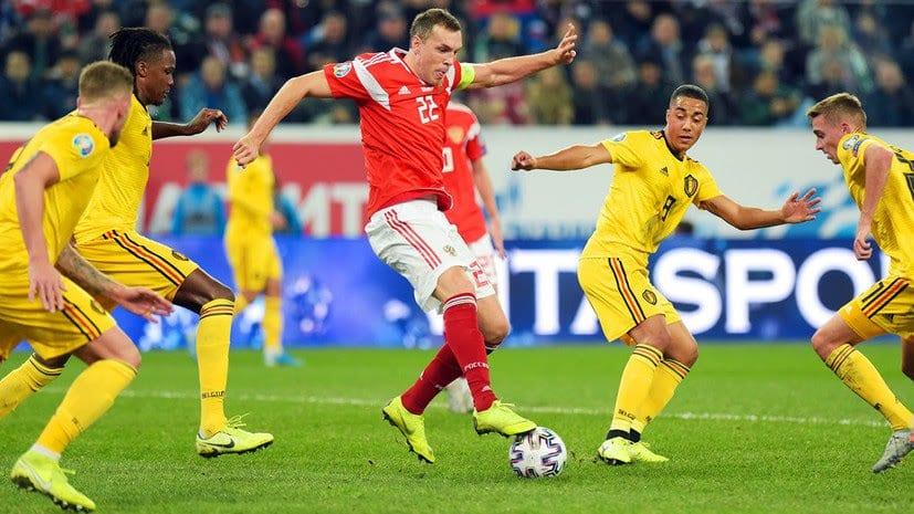 דזיובה מתקשה נגד הכשרון הבלגי. מתוך האוויר הרשמי של Сборная России по футболу.