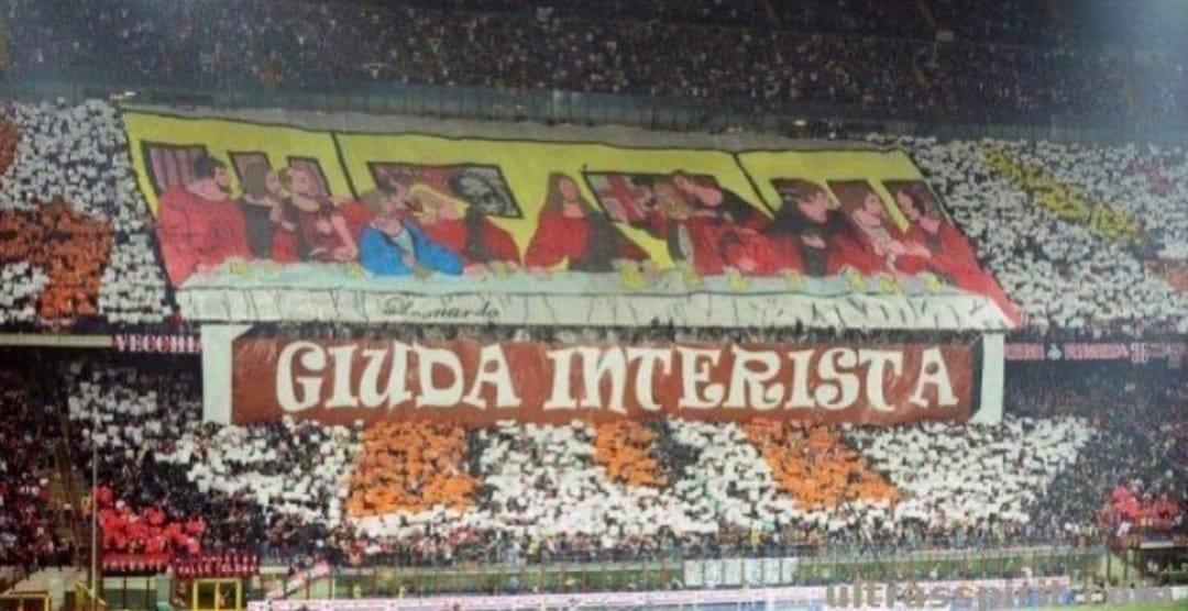 Giuda Interista, שלט אוהדי מילאן נגד לאונרדו
